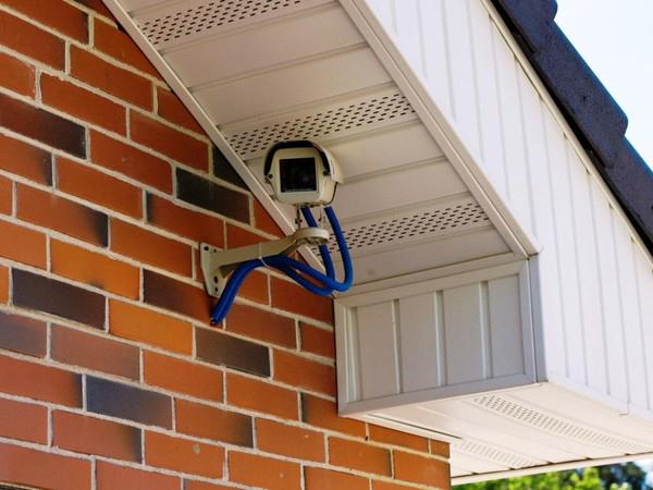 камера наблюдения на доме